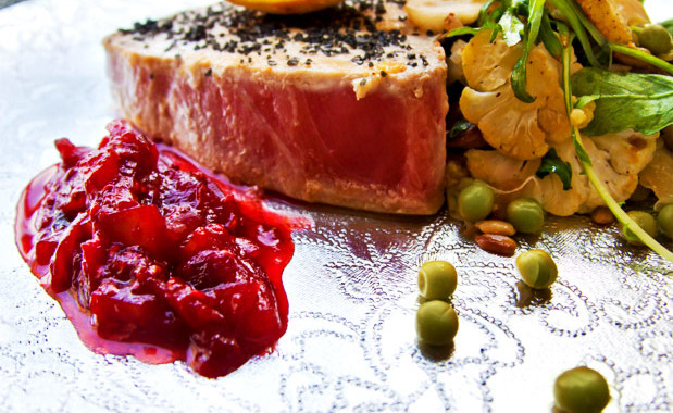 Tonfisk med stekt blomkålssallad och chilichutney