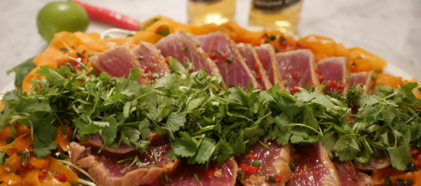 Sashimi tonfisk med sallad
